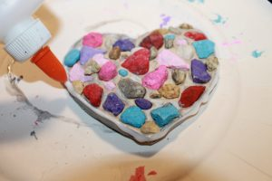 Create Valentines out of nature items. Leaf, stick or rocks make for beautiful heart arts & crafts for the kids. #naturecrafts #valentines #hearts #heartcrafts #preschoolcrafts